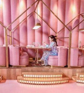 アムステルダムのMama Kellyはピンクなレストラン