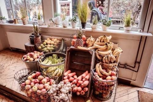 Plukno店内に並ぶたくさんのフルーツ