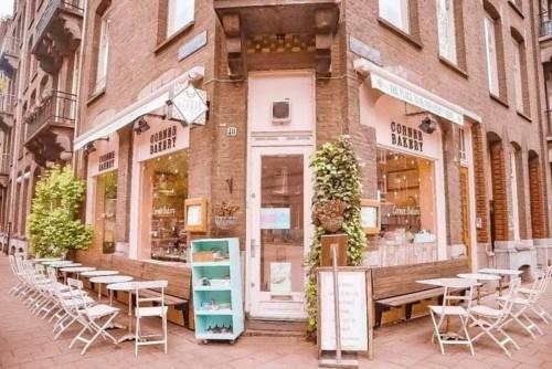 アムステルダムのフォトジェニックカフェコーナーベーカリー